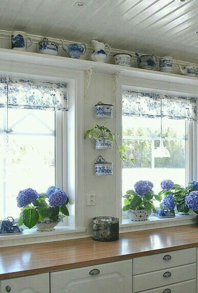 Blue Willow And Blue Hydrangeas   Beautiful! And I Think I Want To Paint My  Kitchen White Again. And Have Wooden Counter Tops.