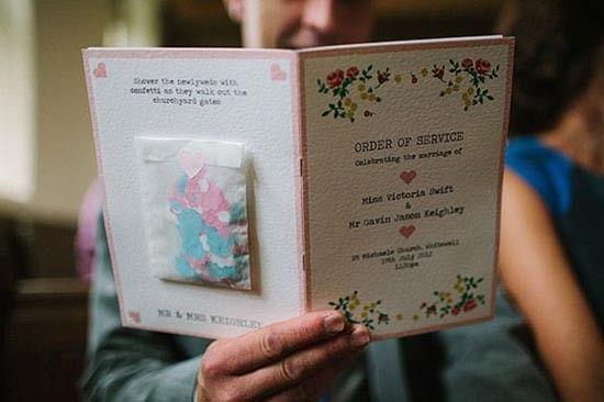 Programma cerimonia con attaccato sacchetto coriandoli. Wedding program with confetti. #wedding