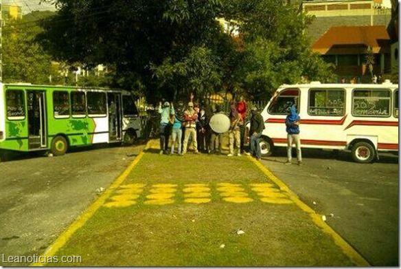 Paro de transporte en Mérida por secuestros a unidades - http://www.leanoticias.com/2014/03/10/paro-de-transporte-en-merida-por-secuestros-unidades/