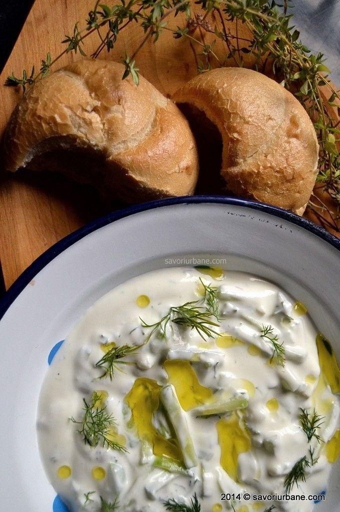 Tzatziki – sos grecesc din  iaurt cu castraveti si usturoi