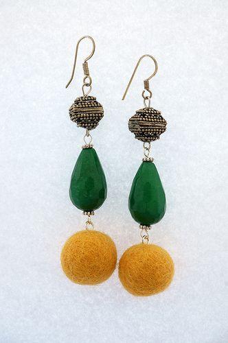 Orecchini realizzati a mano con argento tibetano, radice di smeraldo e lana cotta. Monachella argento 925.   Lunghezza 7 cm.  http://www.flickr.com/photos/gioiedilillo/   http://www.misshobby.com/lill