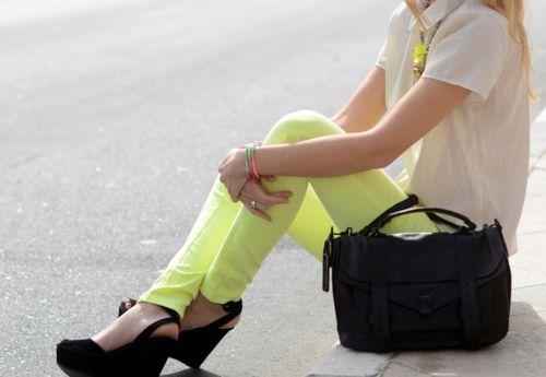 .: Neon Pants, Yellow Jeans, Fashion, Style, Yellow Pants, Neon Colors, Colors Denim, Bright Pants, Neon Yellow