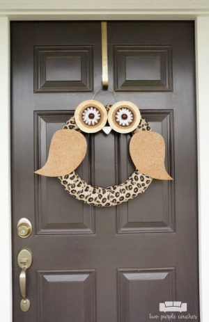 Make this DIY owl wreath using items you probably have around the house! This is a really cute, unique idea for fall decorating or fall porch decor.