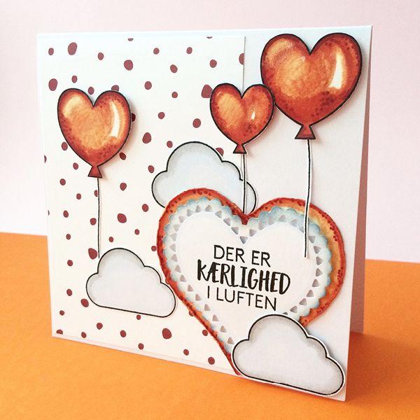 Til dette kort har hun brugt materialerne: Stempelsæt Der er kærlighed i luften, Papir Smagen af jordbær sorbet, Hjerte die fra Nellie Snellen. Kortet er farvelagt med Chameleon Color tones