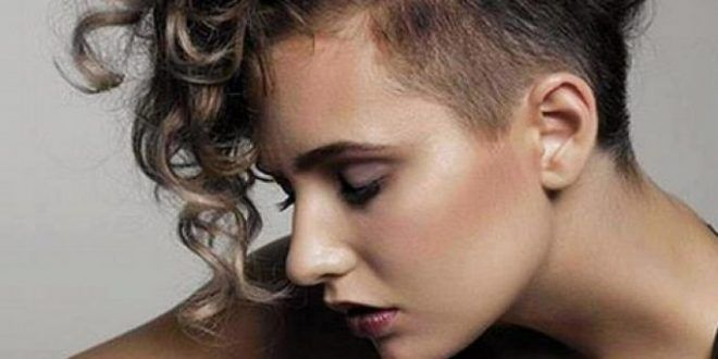 Kıvırcık saçların uzun halleri bazen dayanılmaz ve bakımı çok zor bir hal alabiliyor. Sürekli uğraşa