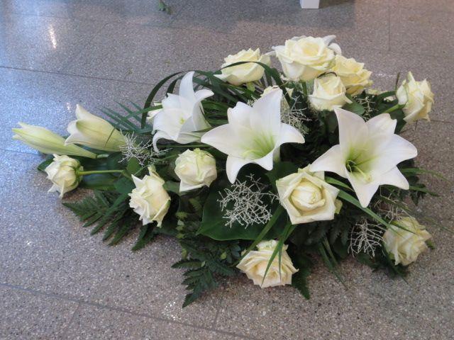 Perinteistä ruusua ja liljaa