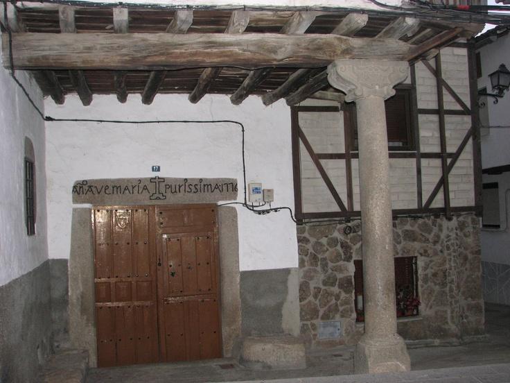 La Casa de Postas, situada en la calle chorrillo, calle principal de Garganta la Olla.
