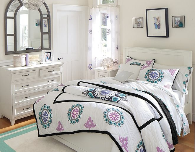 White and Blue and Purple Flowers Girl s bedroom at Pottery Barn Teen. Best 25  Pb teen girls ideas on Pinterest   Pb teen rooms  Teen
