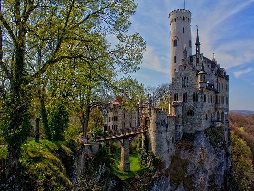 Lichtenstein Castle, Baden-Wurttemberg, Germany    http://www.travelvivi.com/awe-inspiring-lichtenstein-castle/#