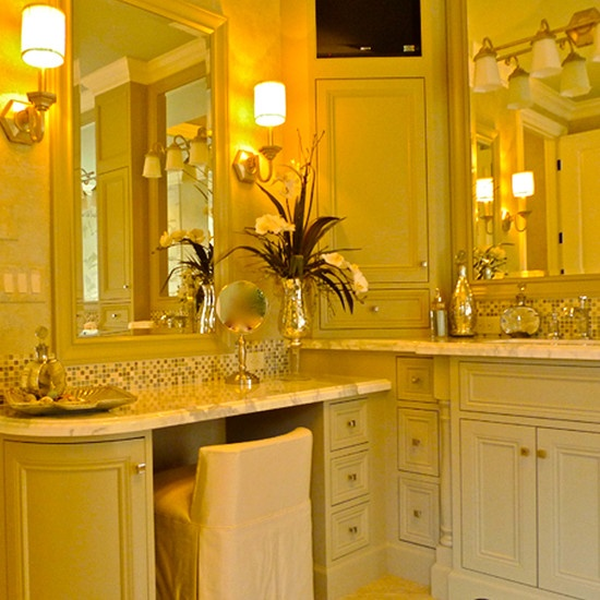 Bathroom/ Vanity