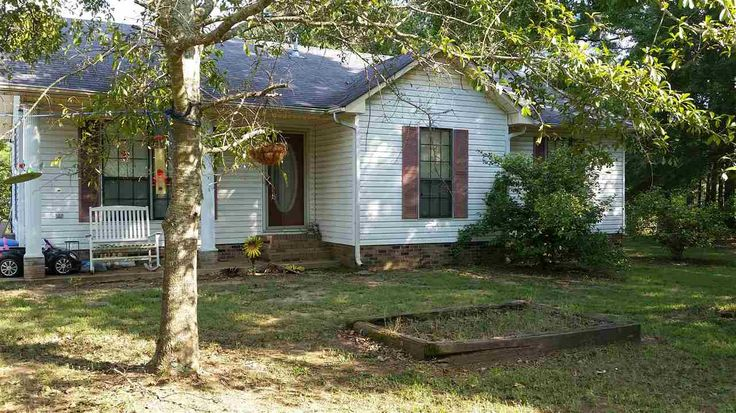 This 3BR/2BA home is the PERFECT starter home. Sitting on 1.11 acres, this home has a huge fenced back yard and storage building. It is close to both town and school. This property is priced to sell! Contact Southern Realty today! Ask for Brandi! in Selmer TN