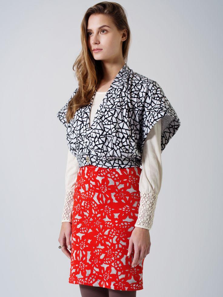 Unique style outfit / Black-white print cape vest / Red-white net lace pencil skirt