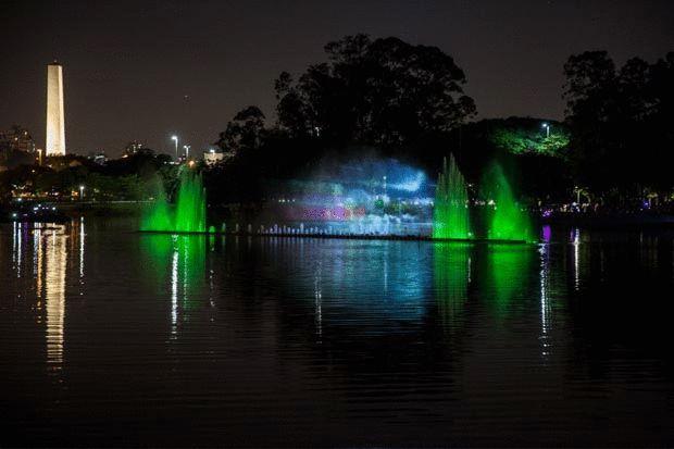 GIFs mostram show de luzes e pontos turísticos iluminados em SP