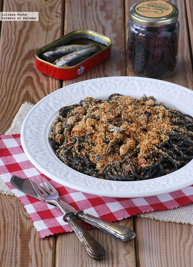 Espaguetis al negro de sepia con provenzal de sardinas. Receta de pasta