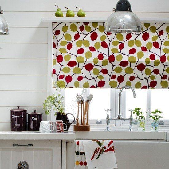 ideias de cortinas para cozinha com estampas de pera