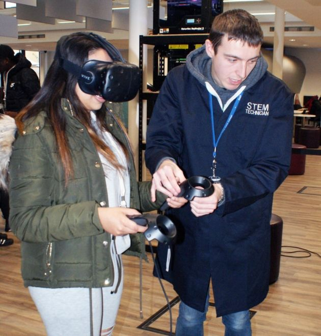 Havering Sixth Form College students experience a virtual reality #college