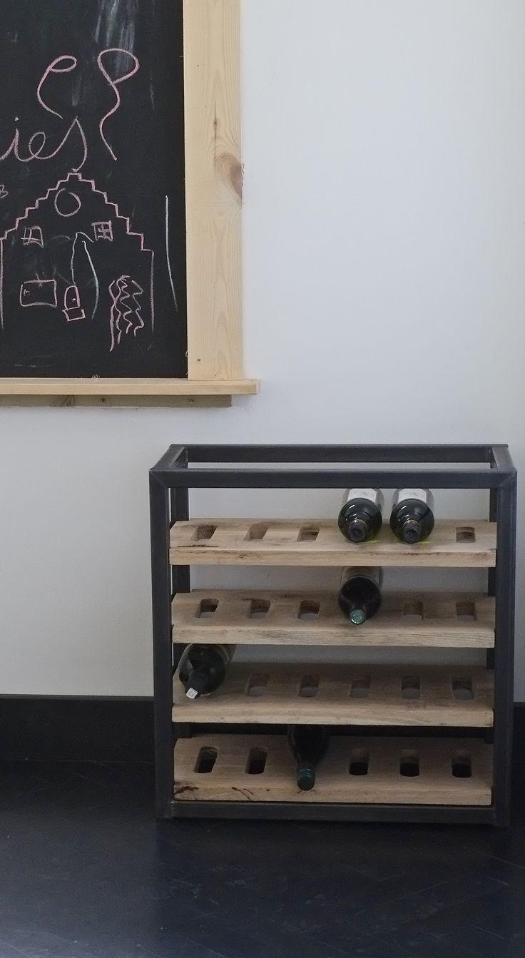 Wijnrek van RAW staal en hout