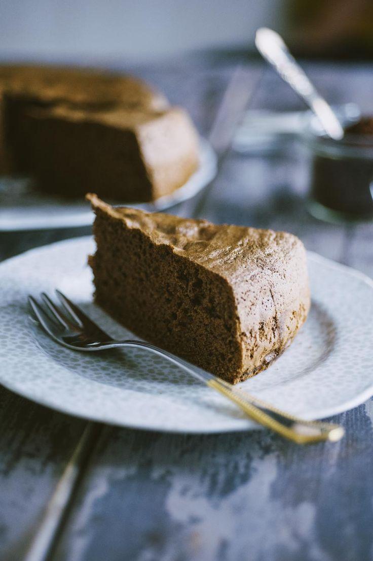 Prova il mio pan di Spagna al cacao senza glutine e latticini per una festa di compleanno o semplicemente per una bella torta farcita!