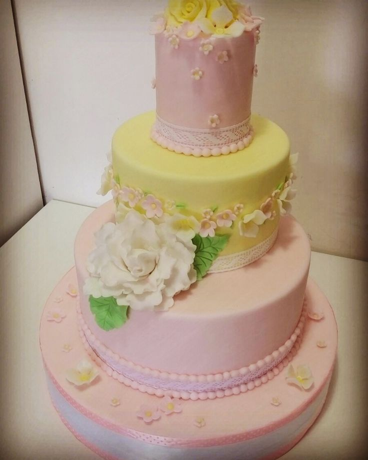 peony and yellow rose cake