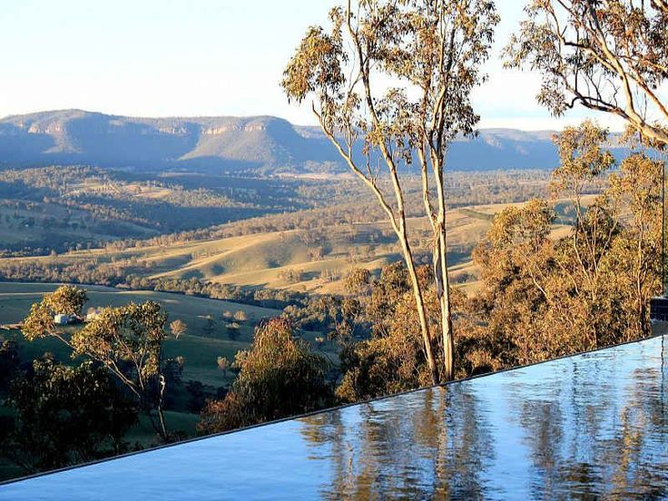 Jenolan Holiday Chateau / Country House: Cliff top retreat with spectacular views