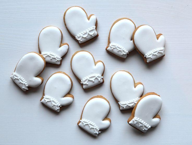 Kylmänä pakkaspäivänä lapasia lämmittämään :)   #cookieart