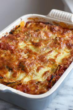 ravioli uit de oven met mozzarella en Parmezaanse kaas, gemaakt en erg lekker.