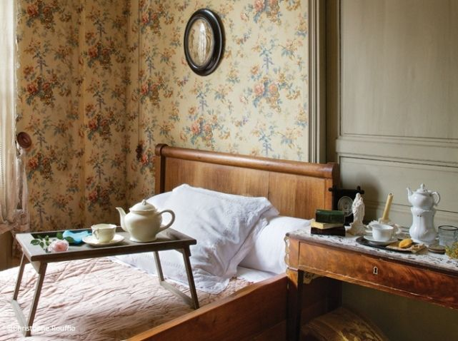 Dans cette maison, Marcel Proust (1871-1922) ne vint finalement que très peu : le temps des vacances de Pâques et d'été entre ses 6 et 9 ans ; puis à l'âge de 15 ans, lors d'un bref et ultime séjour pour l'enterrement de sa tante.