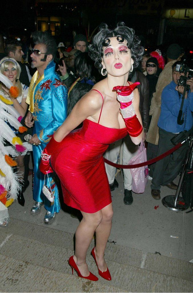 These celebrity costumes will give you tons of ideas for Halloween this year.