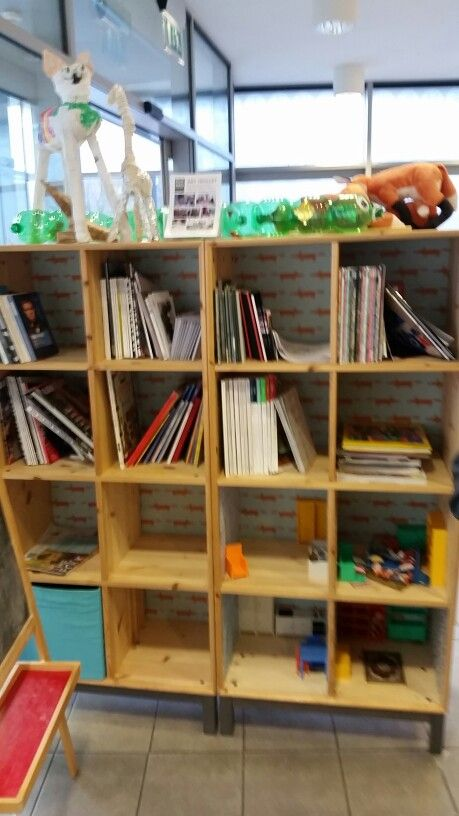 Rua Red Bookstand