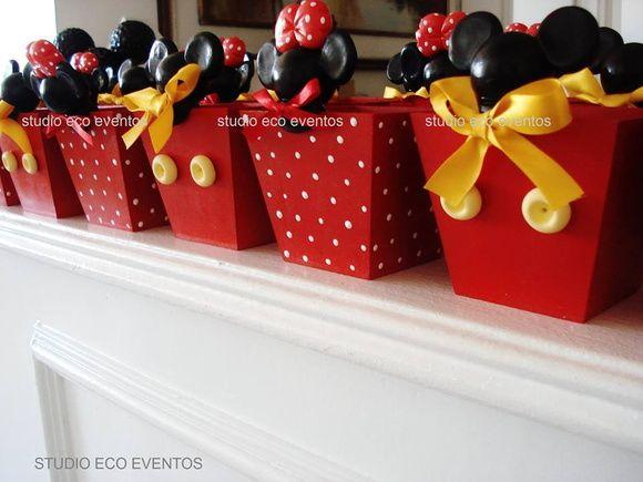 >>>IMPORTANTE<<<  Produtos Disney e personalizações em todos os temas.  _______________________________________________ Cachepos para doces e guloseimas, ideal para decoração de aniversários, centro de mesa e lindas lembrancinhas.    Vela com Altura:13 CM ( podendo haver variações para um pouco mais) R$ 32,00  Cachepôs para doces (sob consulta)  _______________________________________________ Produto totalmente artesanal, não usamos formas, linha Disney em todos os modelos, cores, estampas…