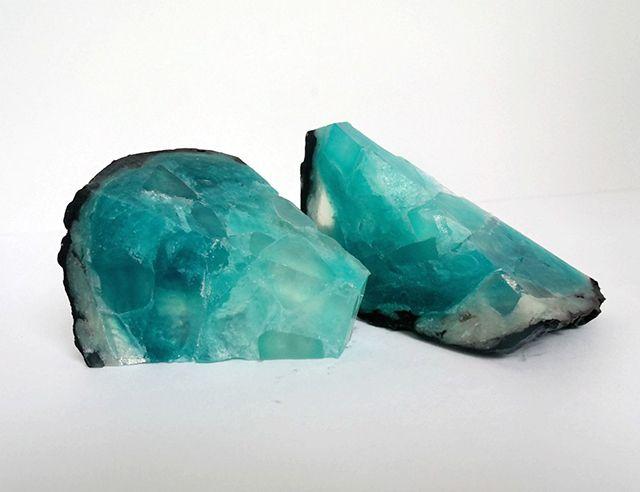 これは美しい結晶「天然石な石鹸」が不思議なパワーを秘めてそう