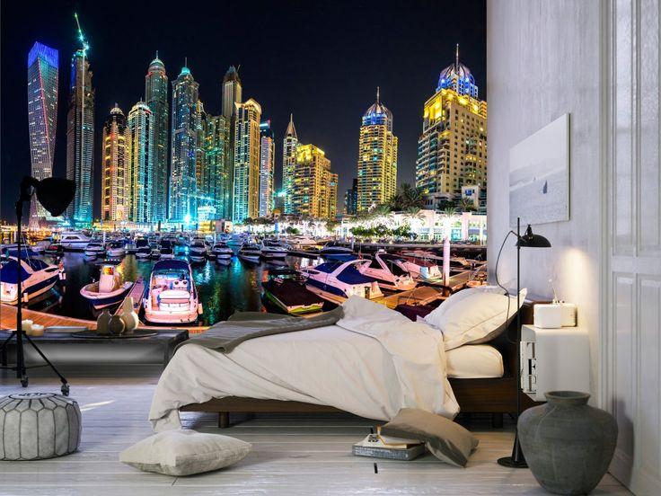 Dubai får oss att tänka på futuristisk arkitektur, exklusiva hotell och vackra sandstränder. Ge ditt sovrum en lyxig touch med denna vackra tapet. #tapeter #tapet #väggdekorer #städer #Dubai #nattstad #bimago