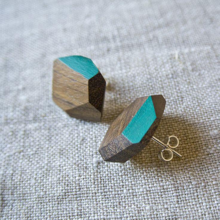 Orecchini a bottone in legno di iroko, tagliati e dipinti a mano, montatura argento 925 di Wood&cut su Etsy