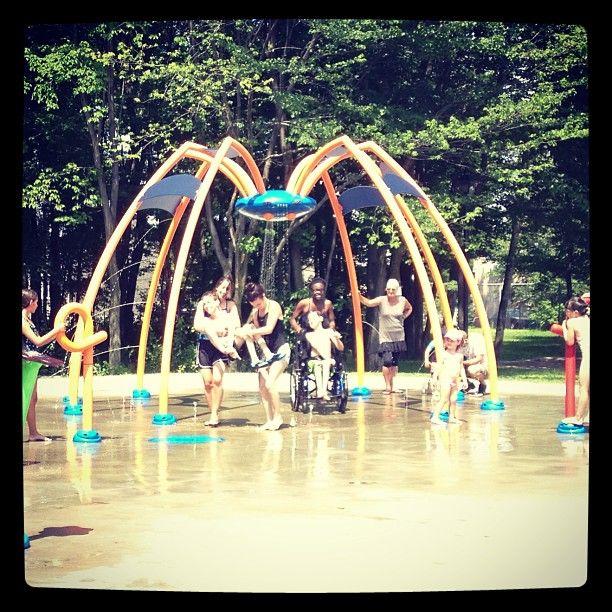 Une réalisation signée Imagineo et Vortex au Parc Chante-Bois à Blainville  Under the spider's water web @ the #Blainville #vortex #splashpad! Crazy fun for the kids from #Viomax!