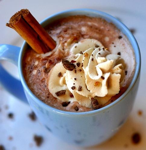 Mexican Cinnamon Hot Chocolate. Chocolat chaud mexicain à la cannelle.