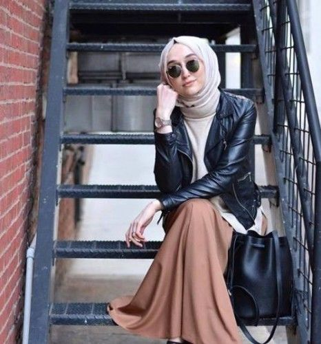 tan maxi skirt with leather jacket- Long and modest hijab outfits http://www.justtrendygirls.com/long-and-modest-hijab-outfits/