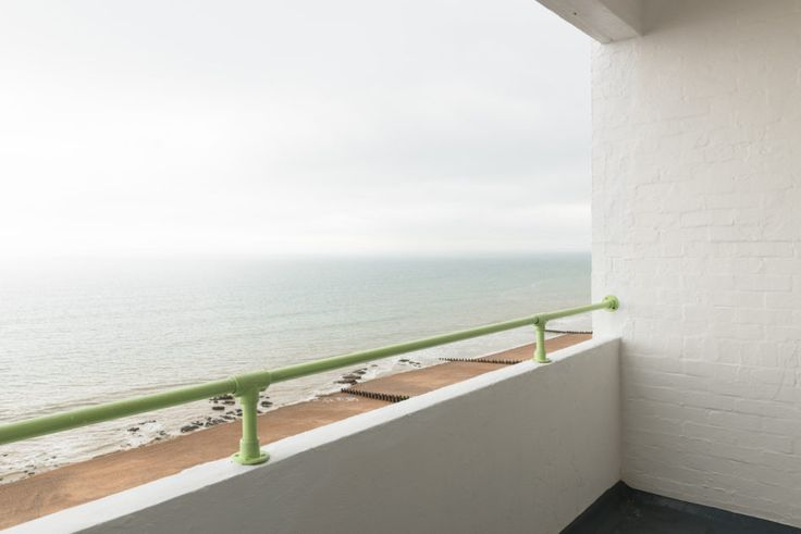Positioned on the Eighth floor of the remarkable Grade II-listed Marine Court, this beautifully restored seafront flat has one bedroom and panoramic views of the sea. Designed by Kenneth Dalgleish and Roger K Pullen, the building was completed in 1938 and is currently undergoing an extensive refurbishment. The flat has undergone an immaculate renovation by […]