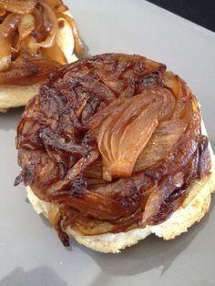 Imprimer cette recette  J'ai acheté un filet d'oignons de 5 kg … J'aime beaucoup la pissaladière, mais entre la pâte et l'huile, c'est gras et très calorique ! Voici une version de tartelettes tatin …  Ingrédients pour 3 tartelettes 2 propoints par tartelette (weight watchers) 2 smartpoints par tartelette (weight watchers)  -4  …  Voir la recette →