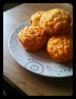 LCHF Buttery Garlic and Sharp Cheddar Biscuits - Help me, I'm fat! The blog of a foodlover.
