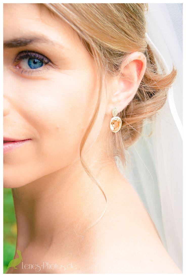 Bridal earings - - www.lenes-photos.de - - #romantic #earings #wedding #hochzeit #braut #bride #weddingday #wedding #mertesdorf #maximingruenhaus #trier  #germany #leneborgers #lene #photographer #fotografin #hochzeitsfotografin