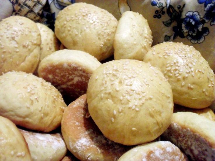 8 de Fevereiro - Acabei de tirar do forno lindos pãezinhos de mandioquinha!!! Amanhã meu café matinal está garantido! hehehe.....