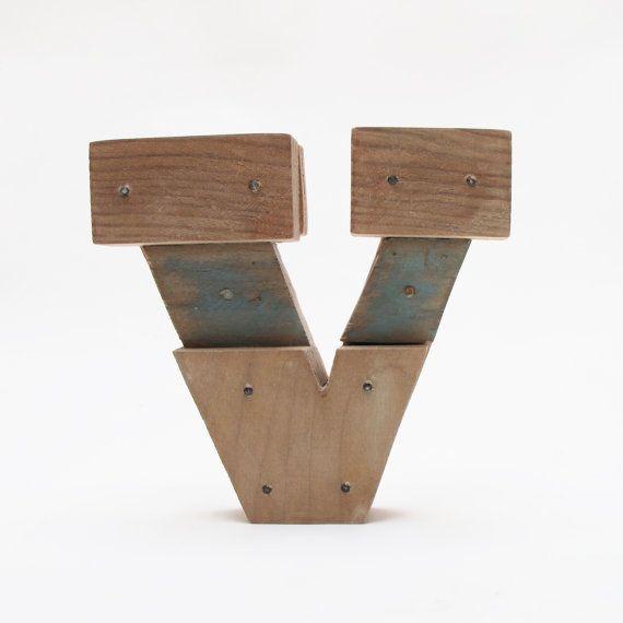 Letras de madera V estilo industrial por PETULAPLAS