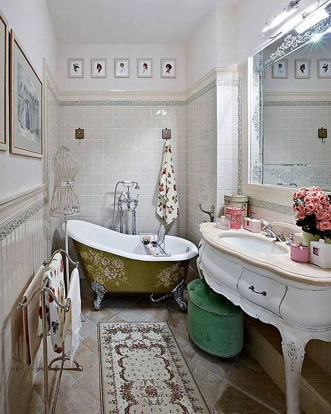 26 Vintage Bathroom Decoration Ideas With White Wall Color And Art Mirror Bathtub
