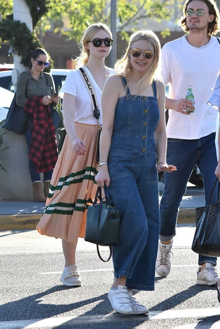 Dakota and Elle Fanning Walking in the Street of Los Angeles - 02
