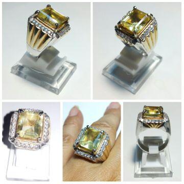 Batu Natural Yellow Citrine Quartz HQ + ring alloy elegant lapis emas uk. 18 + bonus tempat cincin. Shape : Octagon GARANSI NATURAL. Uang kembali jika terbukti sintetis dengan syarat disertai memo / sertifikat dari gem lab terpercaya. Garansi berlaku selama 7 hari sejak barang diterima.