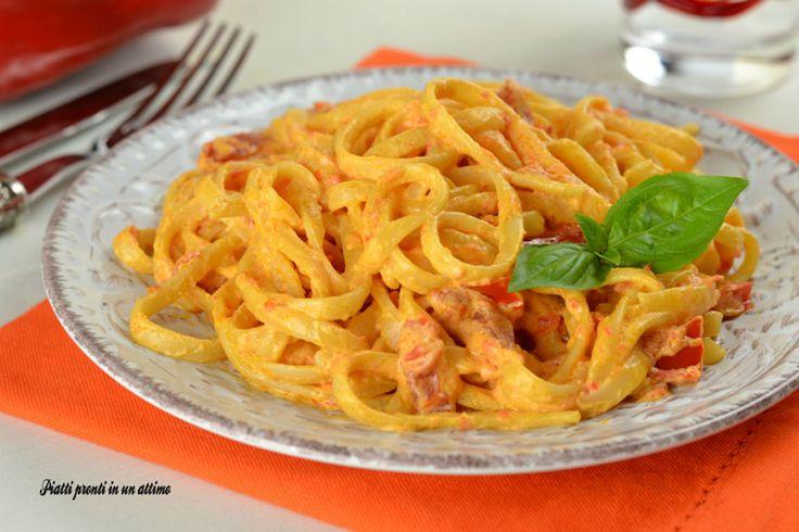 Le linguine alla crema di peperoni sono un primo molto semplice da preparare e sono davvero molto gustose; sono perfette da preparare in estate.