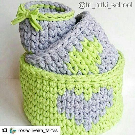#Repost @roseoliveira_tartes with @repostapp ・・・ Kit lindo  . . Inspiração via @tri_nitki_school #cestos #trapillo #fiosdemalha #crochet #cestosorganizadores