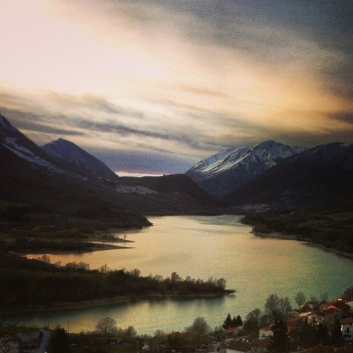 This is a magical sunset, isn't it?    We are in Abruzzo in front of the Barrea Lake    photo by Patrizio