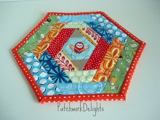 Mug rug - v. cute, For Christmas could switch it up by using Christmas fabrics with this pattern.