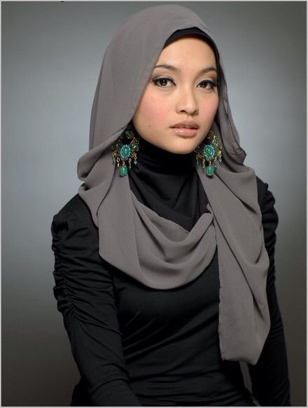 Plain #Shawl for #Hijab women together with chandelier #Earrings